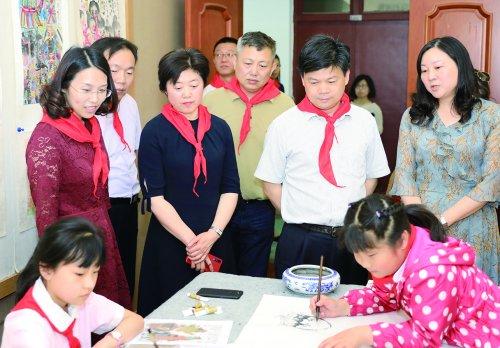 """惠山区四套班子领导与少年儿童共庆""""六一"""""""