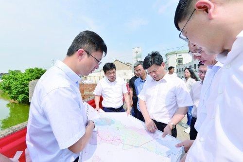 李秋峰在督查水环境整治工作时强调  全力以